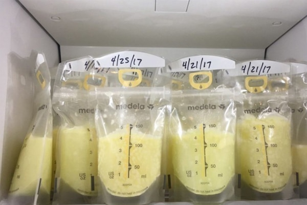 Trữ đông sữa trong tủ lạnh mẹ nên đánh dấu ngày tháng