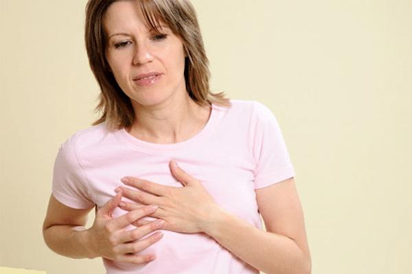 Cảm giác tức ngực và đau ở đầu vú là điều mà phần lớn chị em trong giai đoạn này phải trải qua