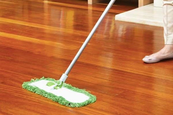 Tính dầu bạc hà đuổi chuột hiệu quả khi pha tinh dầu với dung dịch tẩy rửa rồi lau xung quanh các khe góc của căn nhà