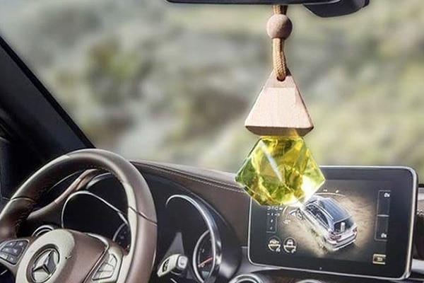 Tinh dầu sả được sử dụng treo xe hơi mang lại không gian sạch, thơm mát