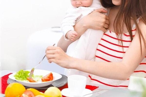 Phụ nữ sau sinh nên ăn gì?Rau củ rất tốt cho mẹ tăng cường sức đề kháng