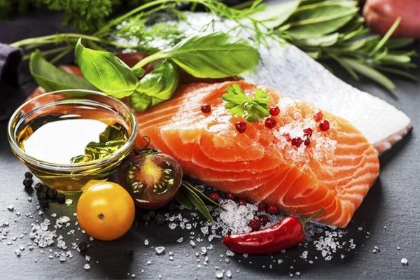 Cá hồi chứa hàm lượng các dưỡng chất có lợi cho mẹ và bé