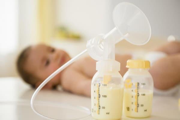 Sử dụng các cách kích sữa nào hiệu quả nhất?