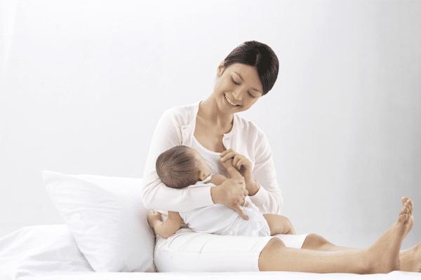 Một số mẹo giúp giải quyết tình trạng mẹ bị căng sữa nhưng sữa không tiết ra được