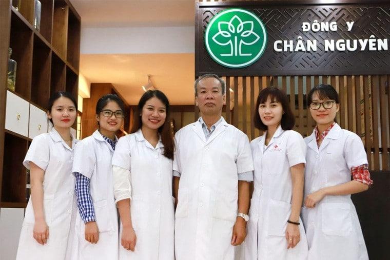 Đội ngũ y bác sĩ tại chân nguyên