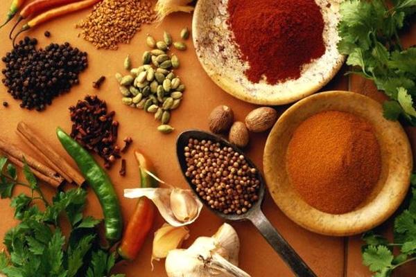 Hạn chế sử dụng gia vị trong bữa ăn