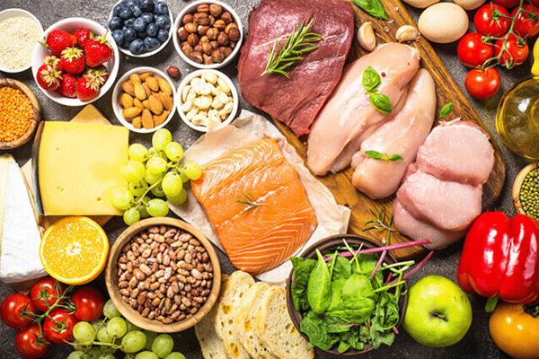 Mẹ cần bổ sung protein, canxi từ thịt cá