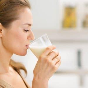 Mẹ cho con bú nên uống sữa gì?