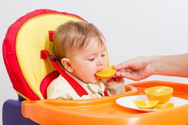 Sau sinh nên tăng cường ăn cam, quýt để bổ sung Vitamin C cho giữ dáng, đẹp da, tiêu hóa tốt hơn, tăng sức đề kháng cho mẹ và bé
