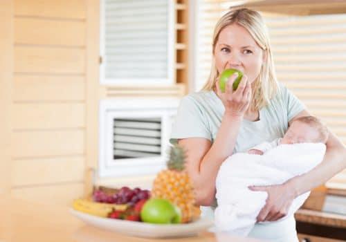 Phụ nữ sau sinh nên ăn hoa quả gì là tốt nhất?