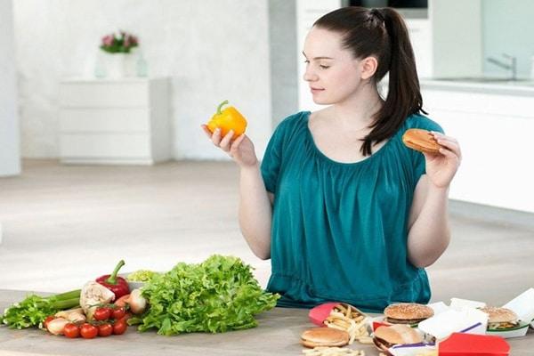 Vậy sau sinh kiêng ăn gì để tránh khiến bản thân mệt mỏi, khó tiêu, gây ảnh hưởng xấu đến sức khỏe?