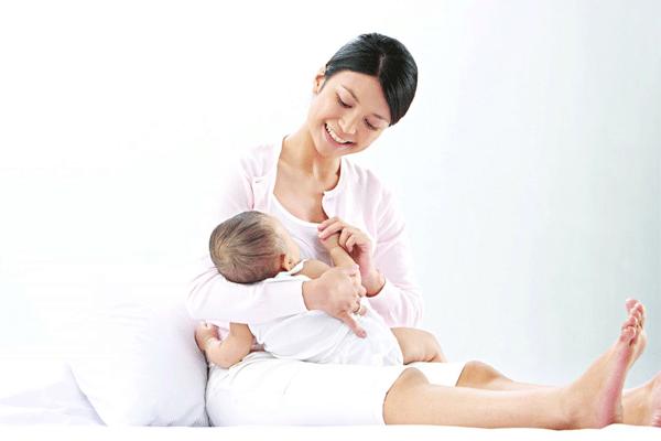 Lối sống của mẹ đôi khi chính là câu trả lời cho câu hỏi sữa mẹ bị nóng phải làm sao