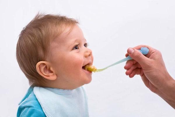 Chỉ nên sử dụng tinh dầu tỏi cho trẻ trên 6 tháng tuổi