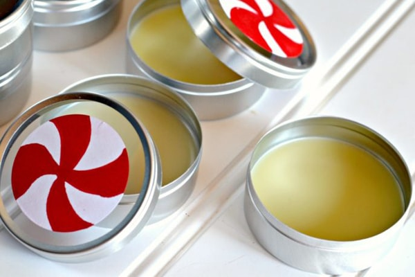 Son dưỡng môi chứa tinh dầu bạc hà