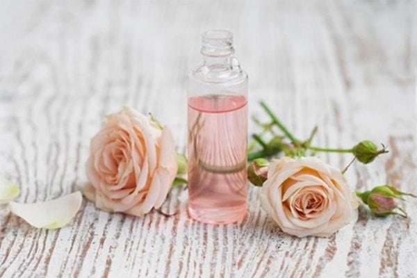 Tinh dầu hoa hồng có khả năng làm gia tăng ham muốn tình dục ở cả nam và nữ