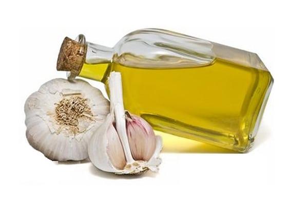 Nê bảo quẩn tinh dầu tỏi trong lọ thủy tinh có nắp kín, không nên bảo quản trong lọ nhựa