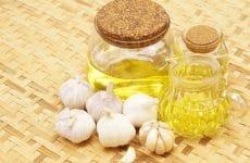 Tinh dầu tỏi là loại tinh dầu được chiết xuất từ củ tỏi bằng phương pháp chưng cất hơi nước hoặc chưng cất bằng ê-te