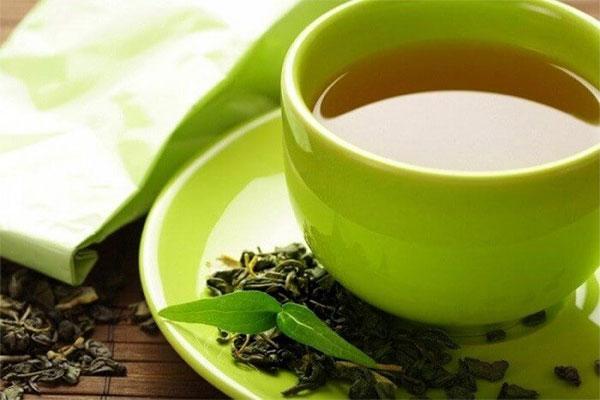 Uống trà tâm sen mang lại nhiều tác dụng tốt cho sức khỏe con người