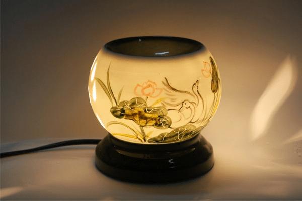 Đèn xông tinh dầu đem lại nhiều lợi ích cho sức khỏe con người