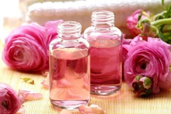 Nước hoa hồng giúp nàng có được làn da trắng mịn