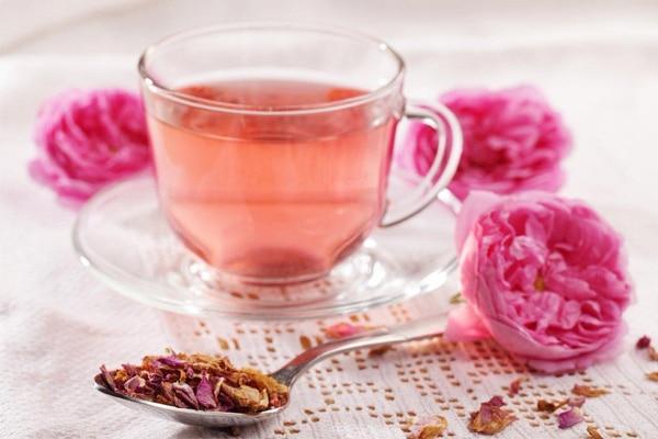 Uống trà hoa hồng giảm cân hiệu quả