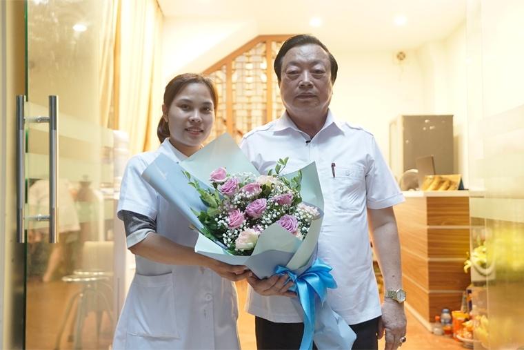 Lương Y Nguyễn Thị Hoa, ảnh lưu niệm cùng thầy thuốc nhân dân Nguyễn Hồng Siêm