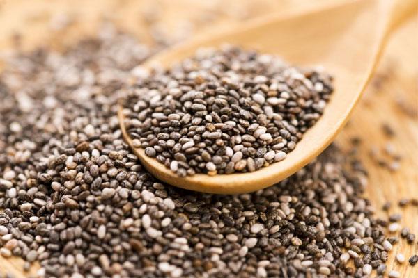 Hạt chia là loại hạt có thể ăn được có tên khoa học là Salvia hispanica