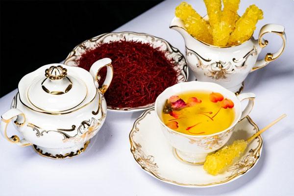 Nhụy hoa nghệ tây dùng để pha trà uống rất tốt cho sức khỏe