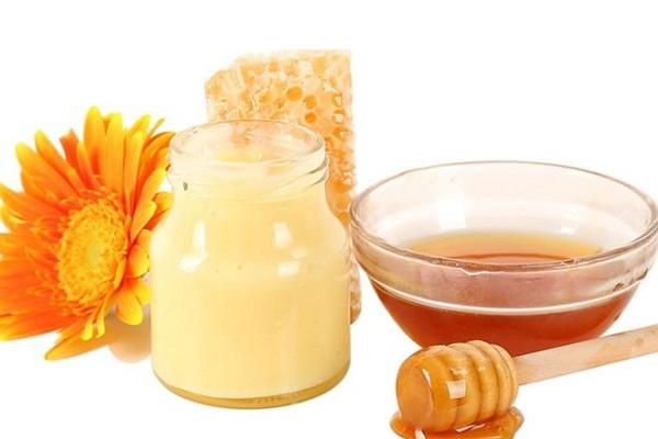 Sữa ong chúa pha với mật ong sẽ dễ uống hơn