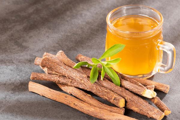 Cam thảo kết hợp với một vài dược liệu khác giúp chữa vàng da