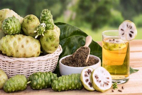 Sử dụng trà từ quả Nhàu cải thiện sức khỏe của bản thân