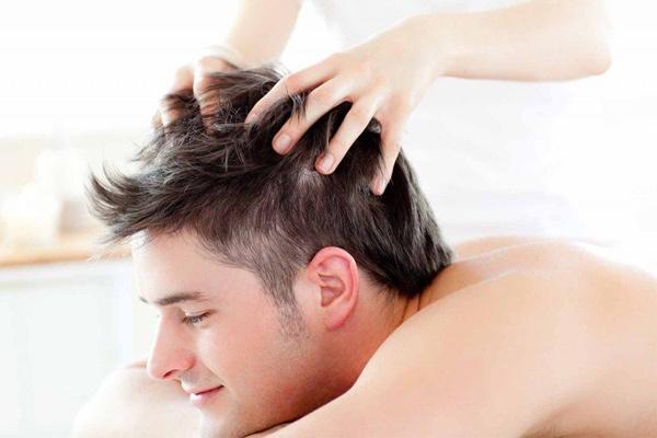 Thường xuyên massager da đầu giúp hạn chế rụng tóc nam