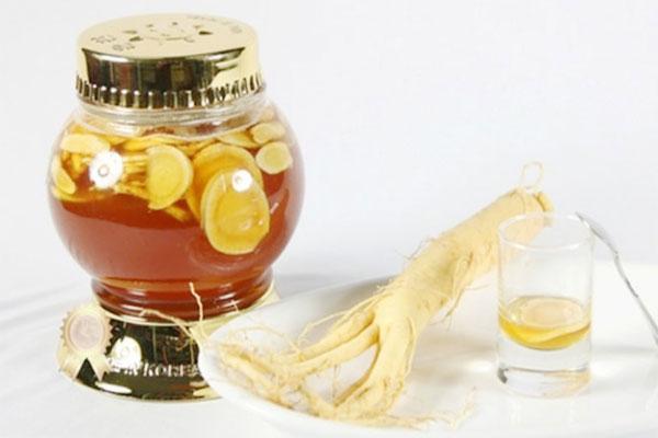 Dùng mật ong để ngâm với sâm tươi cũng là một trong những cách được nhiều người áp dụng nhất.