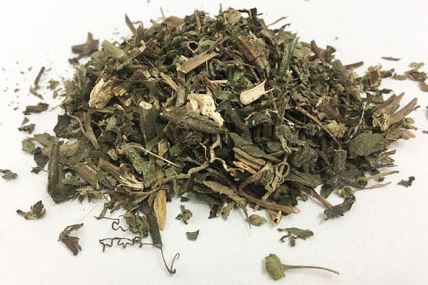 Tất cả các bộ phận của cây cỏ mực được thu hái để làm thuốc
