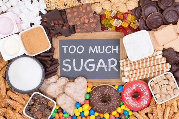 Người bị rụng tóc nên kiêng ăn thực phẩm có nhiều đường