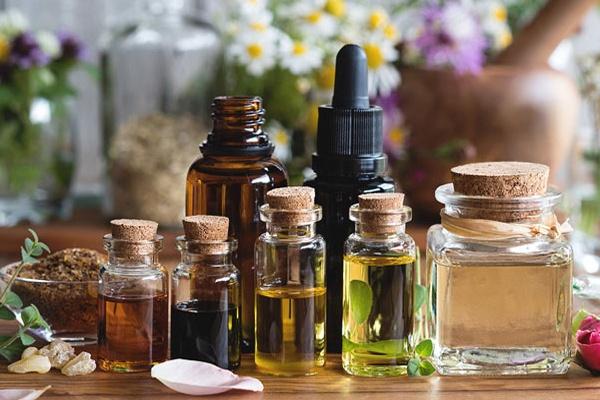 Tinh dầu giúp dưỡng tóc & làm cho tóc chắc khỏe, hạn chế tình trạng rụng tóc