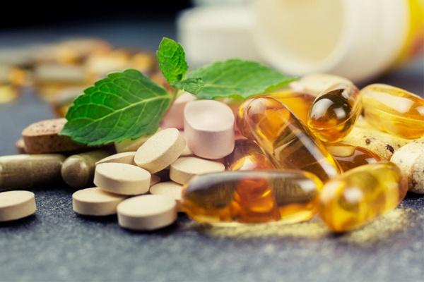 Viên uống vitamin giúp bổ sung dưỡng chất cho tóc, hạn chế tình trạng rụng tóc hiệu quả