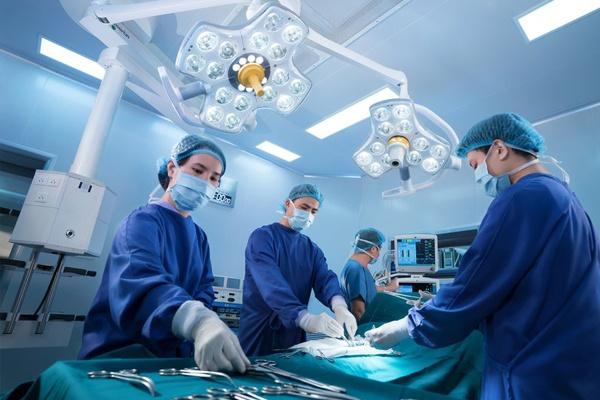 Chi phí phẫu thuật phụ thuốc vào nhiều yếu tố