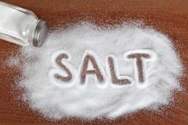 Sử dụng muối sống hỗ trợ giảm hôi nách
