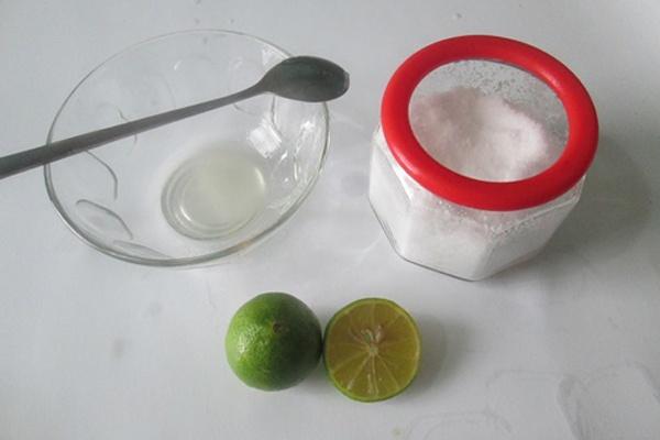 Nước cốt chanh kết hợp với muối trắng