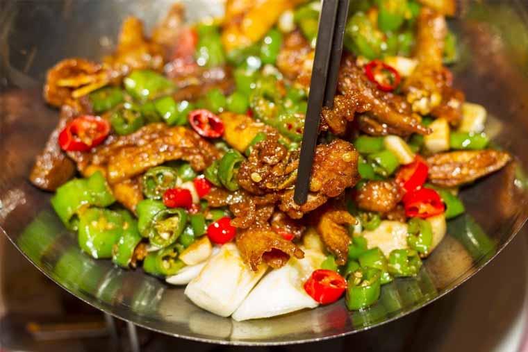 Không nên ăn những thực phẩm cay nóng (ảnh minh họa)