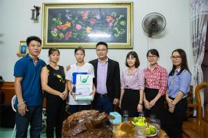 Trung tâm đông y Chân Nguyên Thăm và tặng quà em Kim Ngân tại Hòa Bình