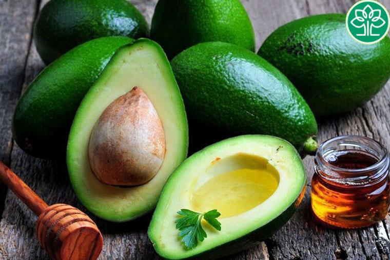 Sử dụng các thực phẩm giàu Vitamin E, nước để làm ẩm cho da hiệu quả