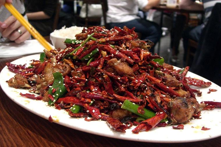 Đồ ăn cay nóng là thực phẩm không an toàn cho người bị rối loạn sinh lý
