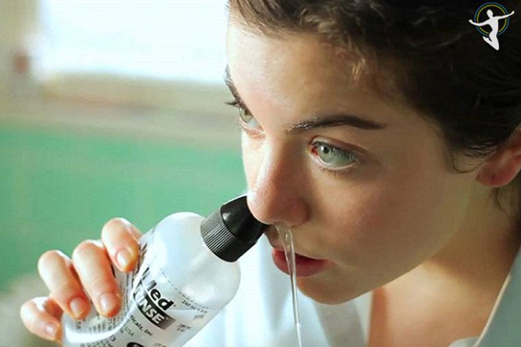 Vệ sinh mũi hàng ngày để phòng bệnh viêm phế quản