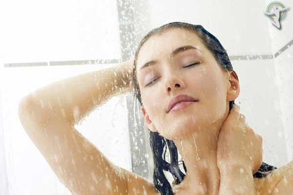 Tắm với nước ấm để giảm thiểu các triệu chứng của bệnh mề đay
