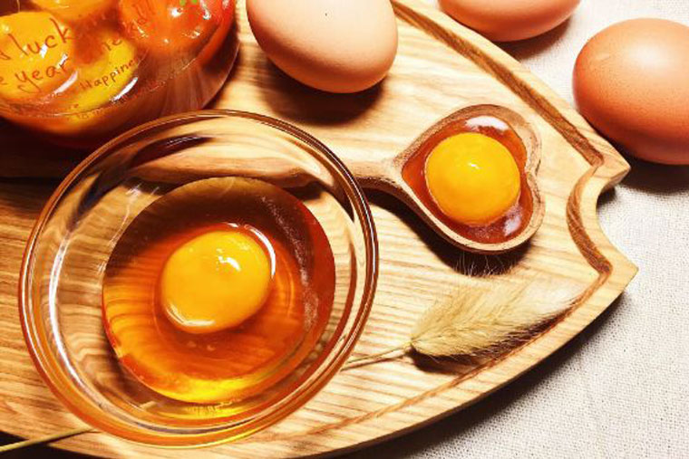 Trứng gà và mật ong chữa xuất tinh sớm