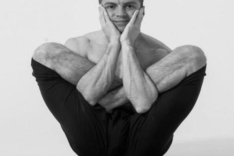 Tư thế bào thai là một động tác Yoge dễ thực hiện, tăng sự săn chắc, dẻo dai cho cơ hông, đùi